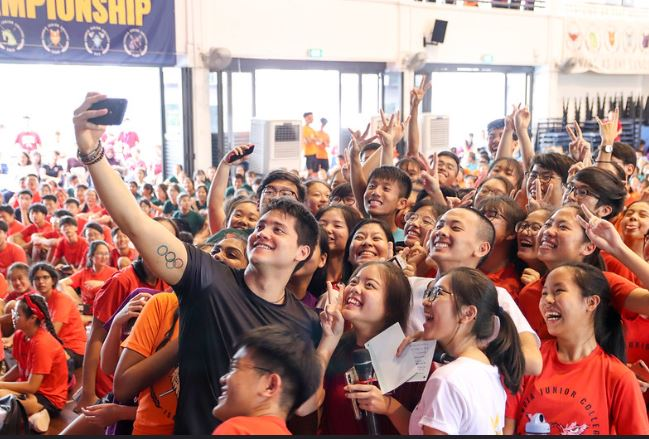 joseph schooling selfie ihg 2019.JPG
